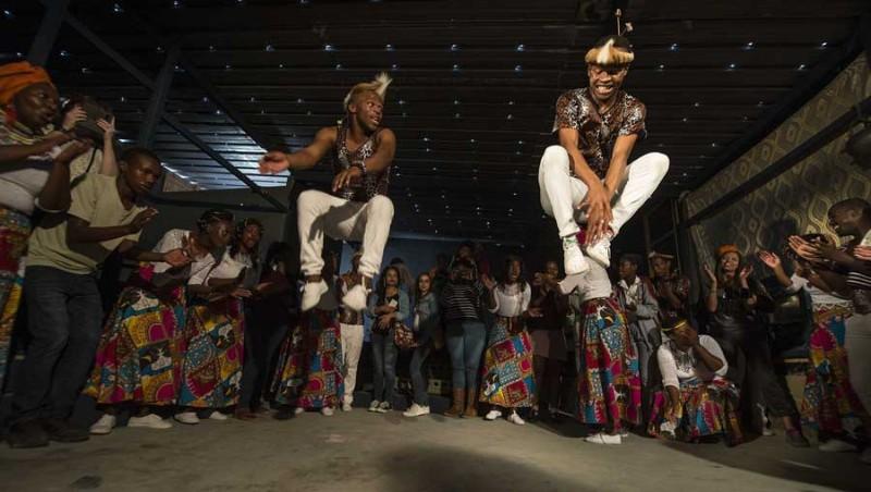1.-Kasi-RC_Isibane-dancers-lowres