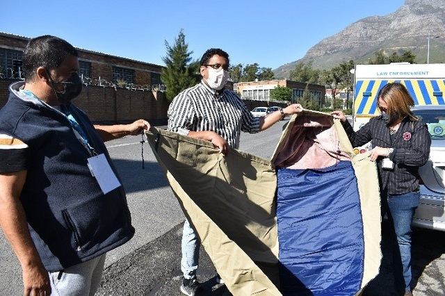 City and Design Indaba hand over Shelter bags to the homeless