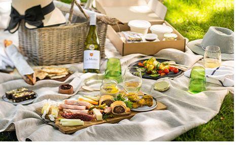 Valentine's Day picnic at La Motte
